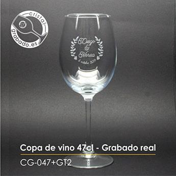 Copa de vino personalizada con grabado láser.