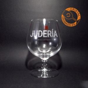 Copa de brandy grabada logotipo cerveza artesana