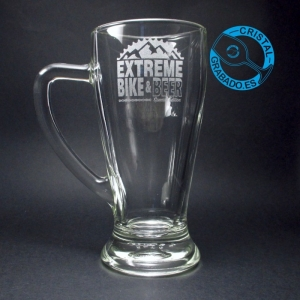 Jarra de cerveza grabada con logotipo de cerveza artesana