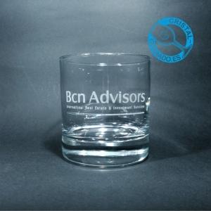 Vaso de whisky grabado con logotipo de inmobiliaria