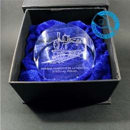 Pisapapeles de cristal con grabado personalizado.